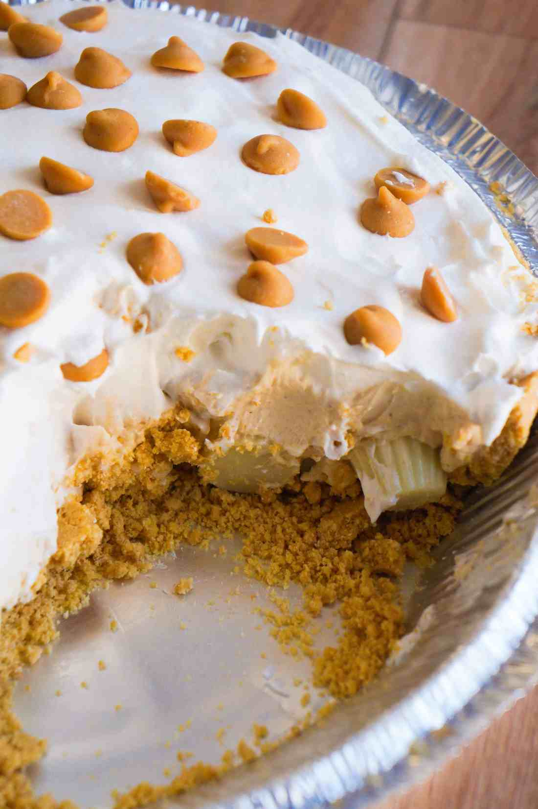 White Chocolate Peanut Butter Pie is an easy no bake dessert recipe. A graham crust is filled with white chocolate pudding and mini Reese's white chocolate peanut butter cups.