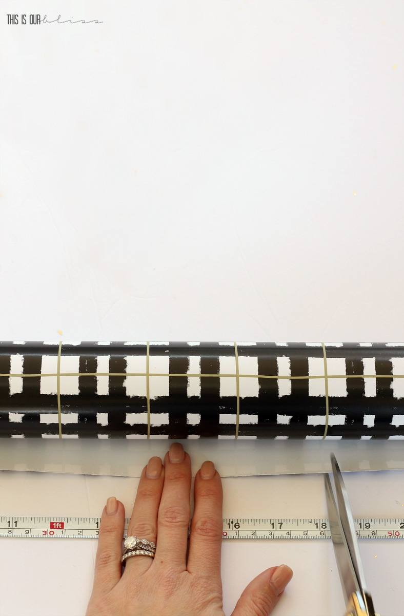 DIY wrapping paper Table Runner for the Christmas Table!