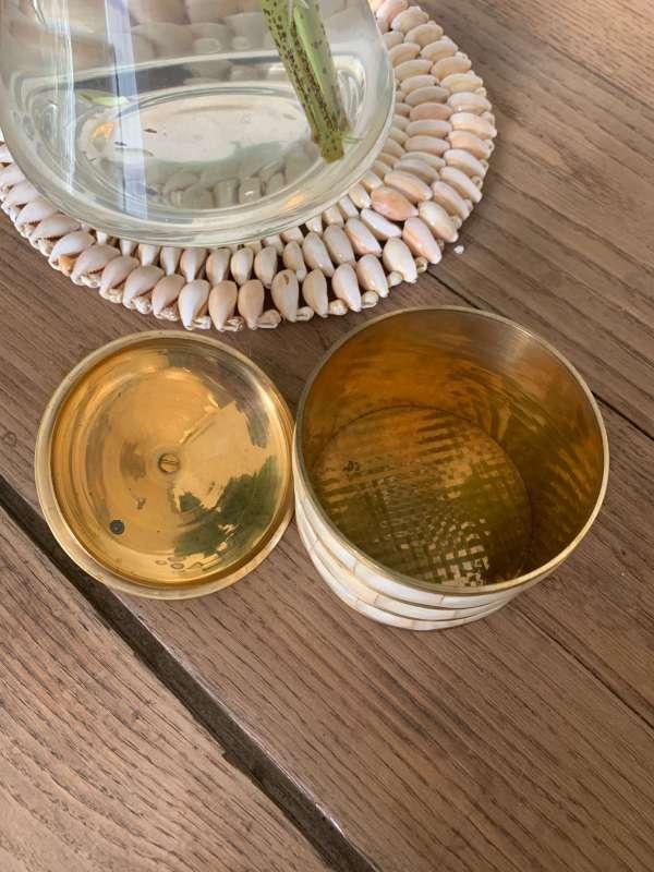 pot ancien laiton et nacre