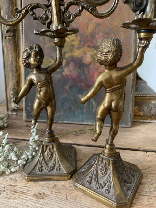 paire de bougeoirs anciens angelots
