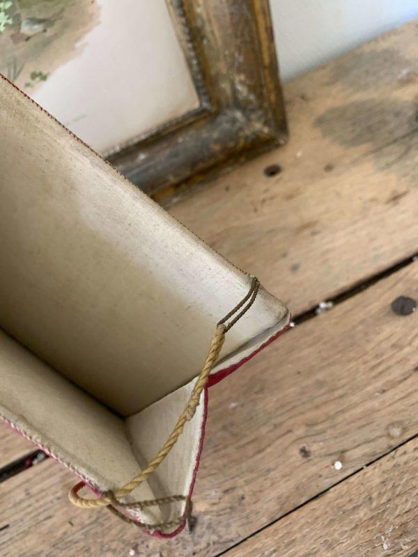 ancienne bourse de carporal en tissu du 19eme siècle agneau pascal
