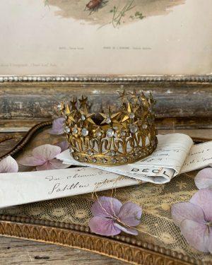 ancienne couronne de vierge datant du 19 ème siècle