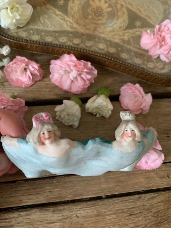 vide poche erotique en biscuit baigneuses vers 1900