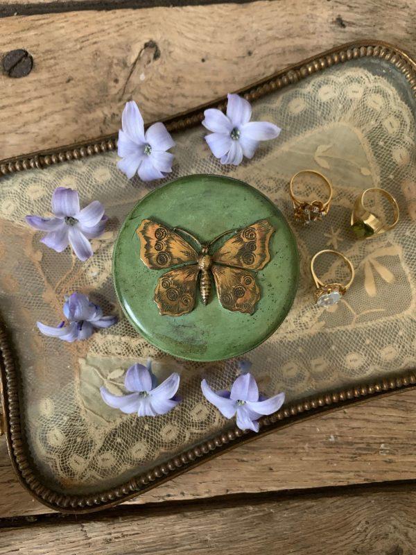 ancienne boîte à bijoux papillon