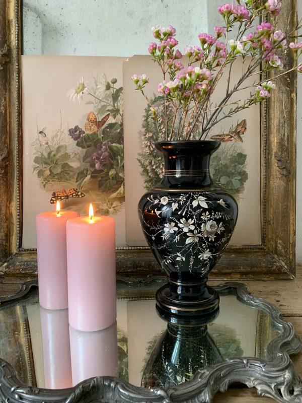 ancien vase en opaline noire emaillé decors de fleurs napoleon III XIXème