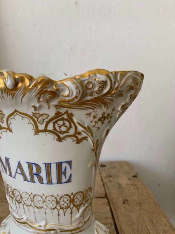 ancien vase d'église en porcelaine Marie xixème siècle