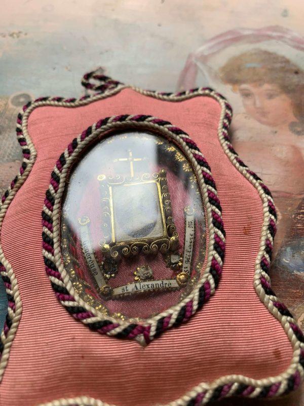 ancien reliquiare xixeme rose tissu