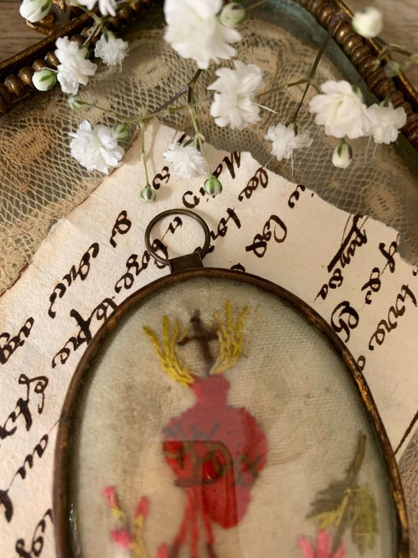 ancien ex voto reliquaire xixeme coeur sacré brodé