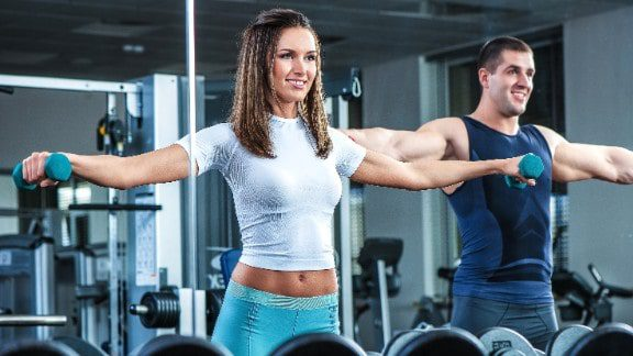 couple doing lateral raise