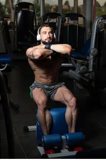 Man performing sissy squat on machine