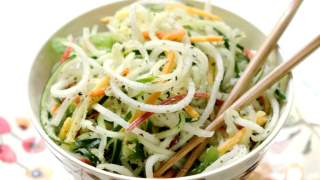 Raw Spiralized Thai Salad
