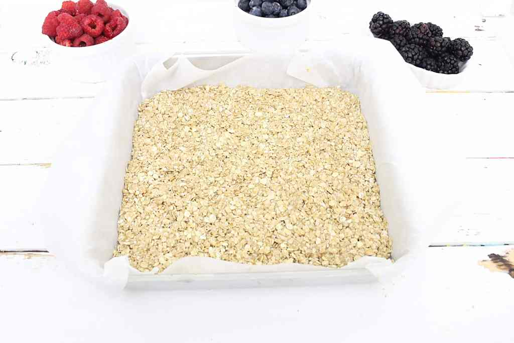 Mixed Berry Yogurt Breakfast Bars with Homemade Granola Crust