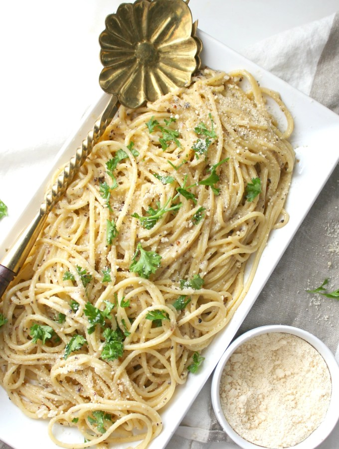 This Vegan Black Pepper Parmesan Spaghetti (or Cacio e Pepe) is a one pot meal that is creamy, comforting and simple. Ready in 20 minutes | ThisSavoryVegan.com