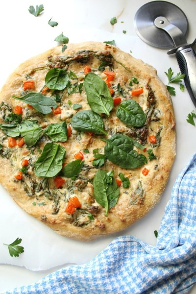 The perfect vegan pizza when you need something simple, comforting and delicious - Vegan Roasted Garlic and Spinach White Pizza   ThisSavoryVegan.com #vegan #veganpizza