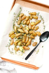 You won't be able to put your fork down once you try one bite of these Roasted Fingerling Potatoes with Garlic and Herbs. A simple side dish that packs a ton of flavor | ThisSavoryVegan.com #thissavoryvegan #vegan #veganpotatoes