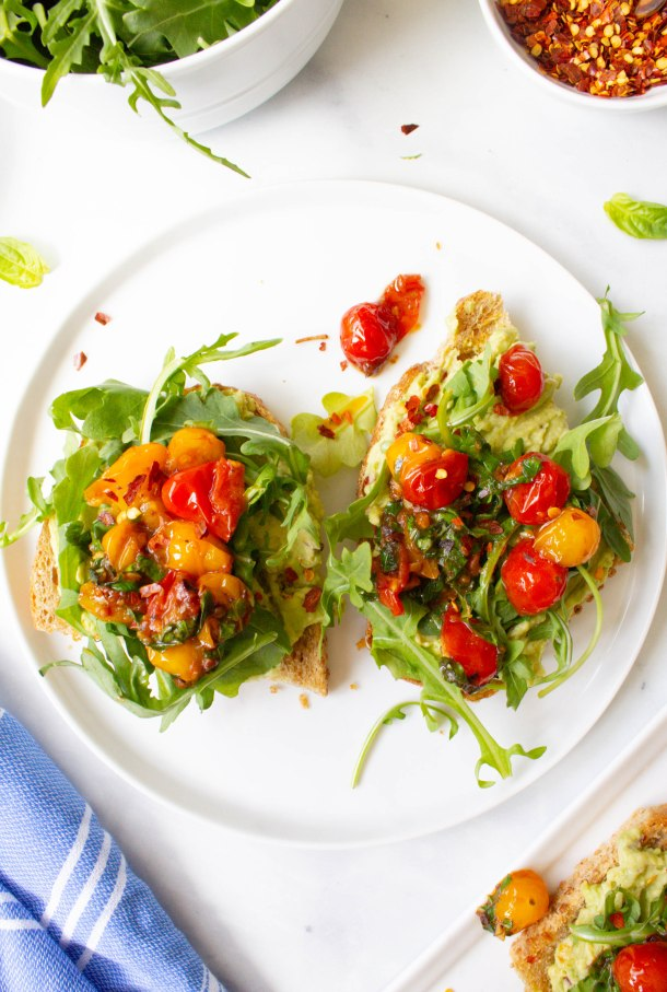 This Avocado Hummus Toast with Burst Tomatoes is the perfect breakfast for the warmer months. Creamy, crunchy and totally delicious! | ThisSavoryVegan.com #thissavoryvegan #avocadotoast