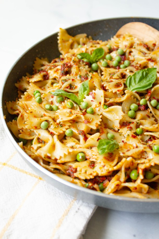 This Vegan Sun-Dried Tomato Pesto with Spring Peas is a quick and easy dinner - ready in less than 30 minutes and filled with bright and fresh flavors   ThisSavoryVegan.com #thissavoryvegan #vegan #veganpasta