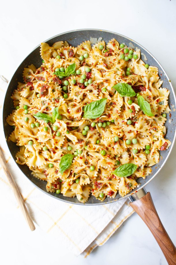 This Vegan Sun-Dried Tomato Pesto Pasta with Spring Peas is a quick and easy dinner - ready in less than 30 minutes and filled with bright and fresh flavors | ThisSavoryVegan.com #thissavoryvegan #vegan #veganpasta