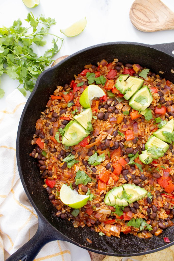 This Black Bean Brown Rice Vegan Taco Skillet is a super easy dinner or make ahead lunch - serve in a bowl, over a salad or in taco shells | ThisSavoryVegan.com #thissavoryvegan #vegan #veganskillet