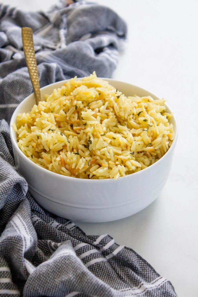 This Vegan Rice-a-Roni recipe tastes like the real deal, but is made with 100% vegan ingredients and zero preservatives. The perfect vegan side dish | ThisSavoryVegan.com #thissavoryvegan #ricearoni #copycat