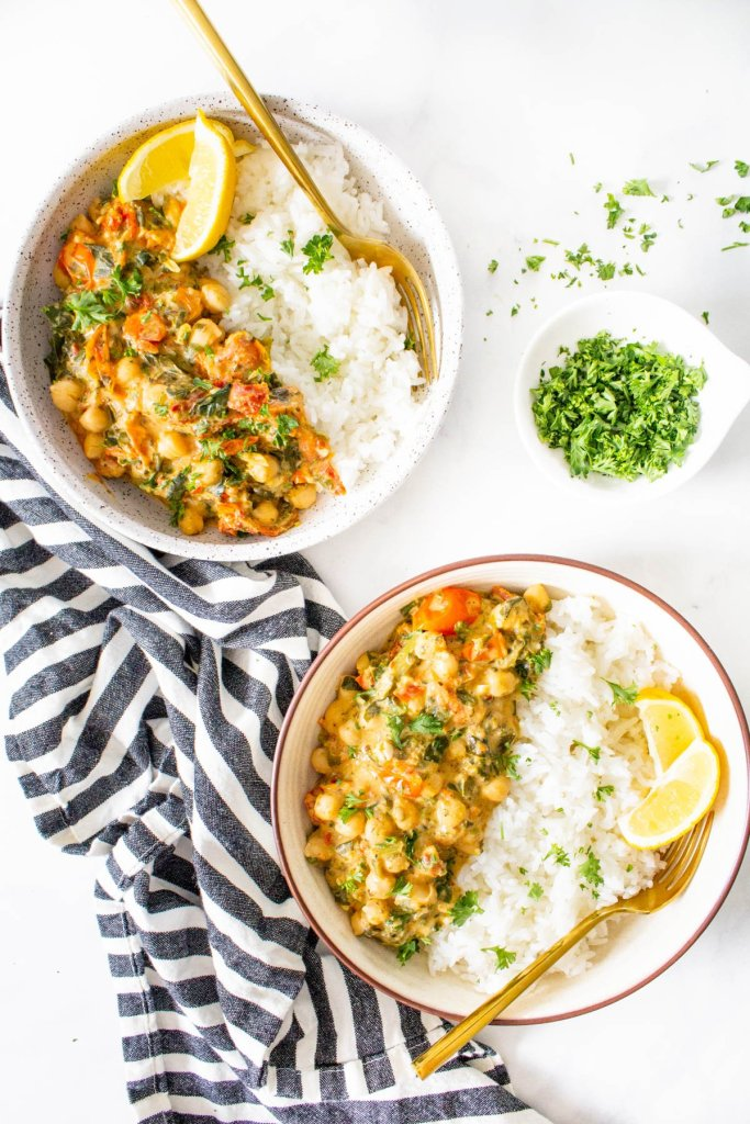 These Mediterranean Braised Chickpea Rice Bowls are loaded with cherry tomatoes, sun-dried tomatoes, spinach & a creamy hummus sauce that is super tasty. Simple and delish   ThisSavoryVegan.com #thissavoryvegan #veganbowl #chickpeas