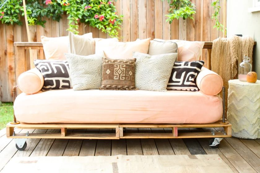 wood pallet day bed