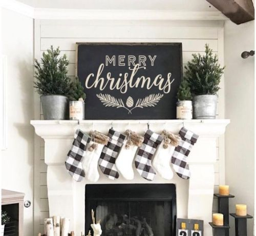 15 Rustic Christmas Mantel Decor Ideas - Style Motivation