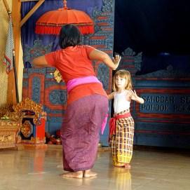 Olive having sa dance lesson
