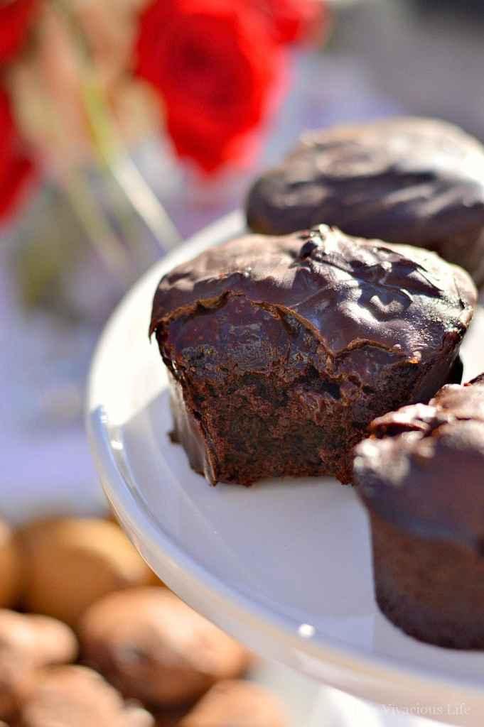 Gluten-Free Chocolate Strawberry Heart Cakes | gluten-free cake recipes | gluten-free chocolate recipes | gluten-free Valentine's Day treats | gluten-free chocolate desserts || This Vivacious Life #glutenfreedessert #glutenfreecake #valentinesday