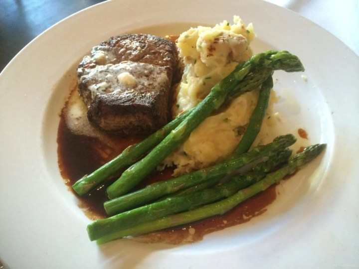 Steak, mashed potatoes and asparagus on a white plate