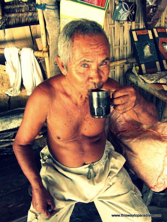 Artist on Gili Meno drinking coffee