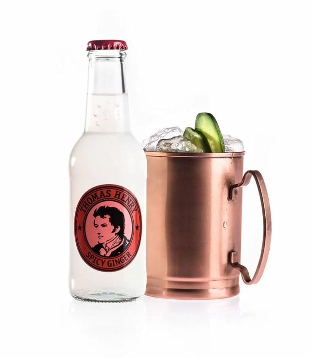 moscow mule drink mit vodka mit thomas henry spicy ginger rezept. Black Bedroom Furniture Sets. Home Design Ideas
