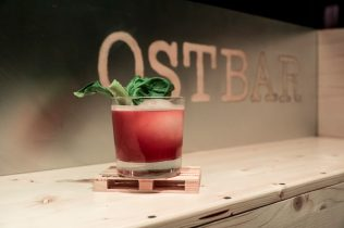 Ein Cocktail in der Ostbar in Bamberg