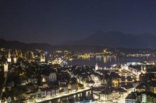 Der Ausblick bei Nacht vom Château Gütsch in Luzern