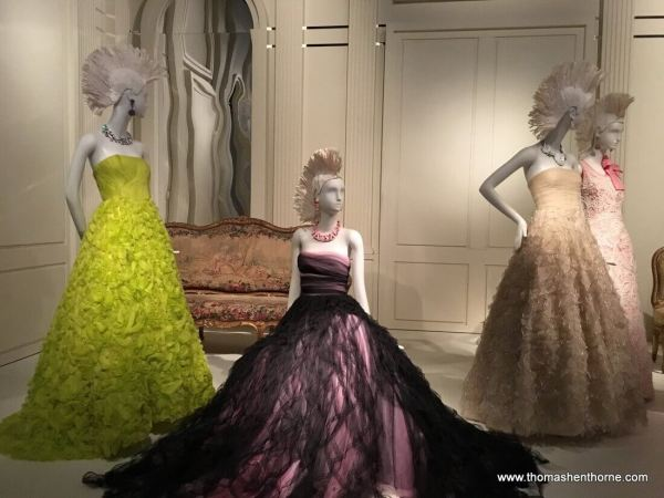 Oscar de la Renta de Young exhibition dress collection