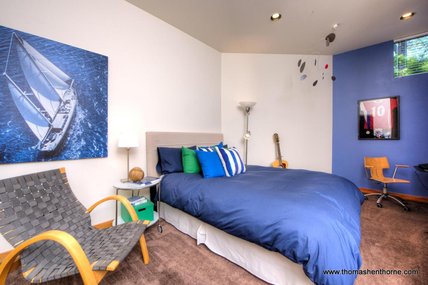 Guest room with blue walls and blue comforter
