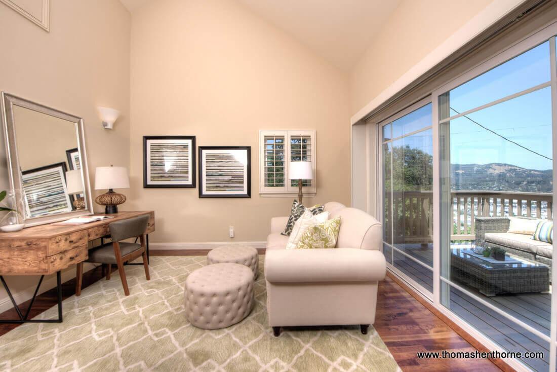 Upstairs den / au pair room