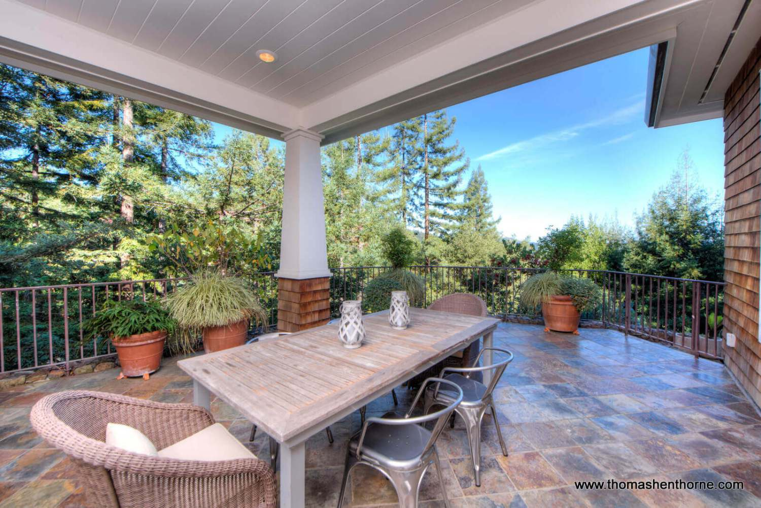 Outside dining patio at 8 Woodland Place in Kentfield