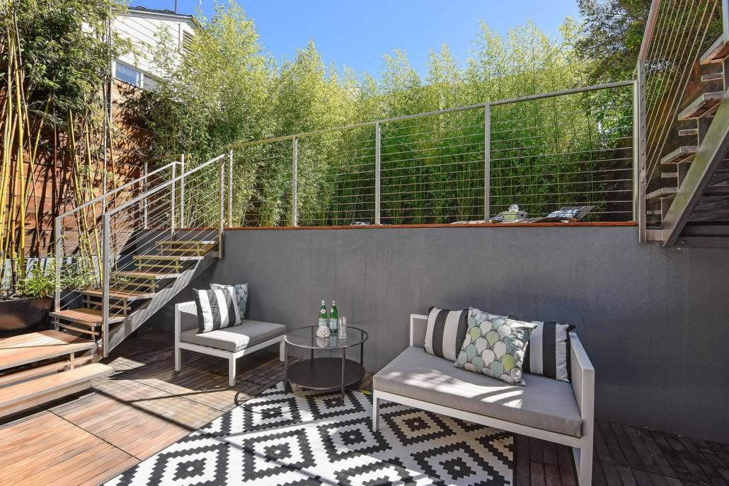 Deck with cable railings