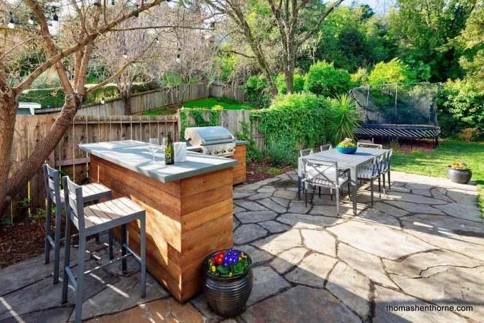Outdoor kitchen & bar