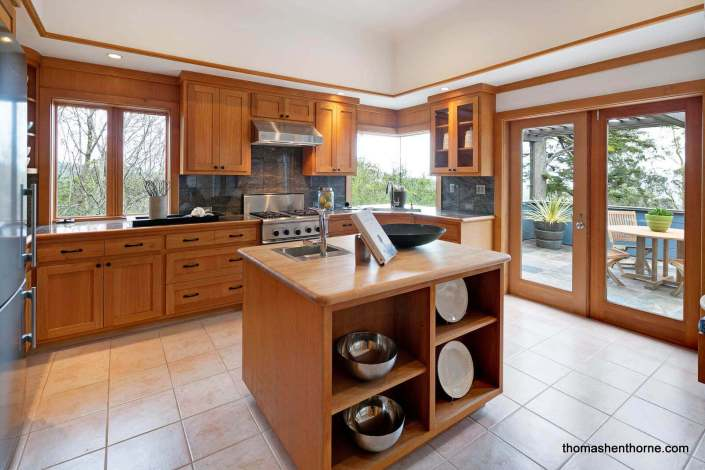 Kitchen with oak cabinets and stainless appliances
