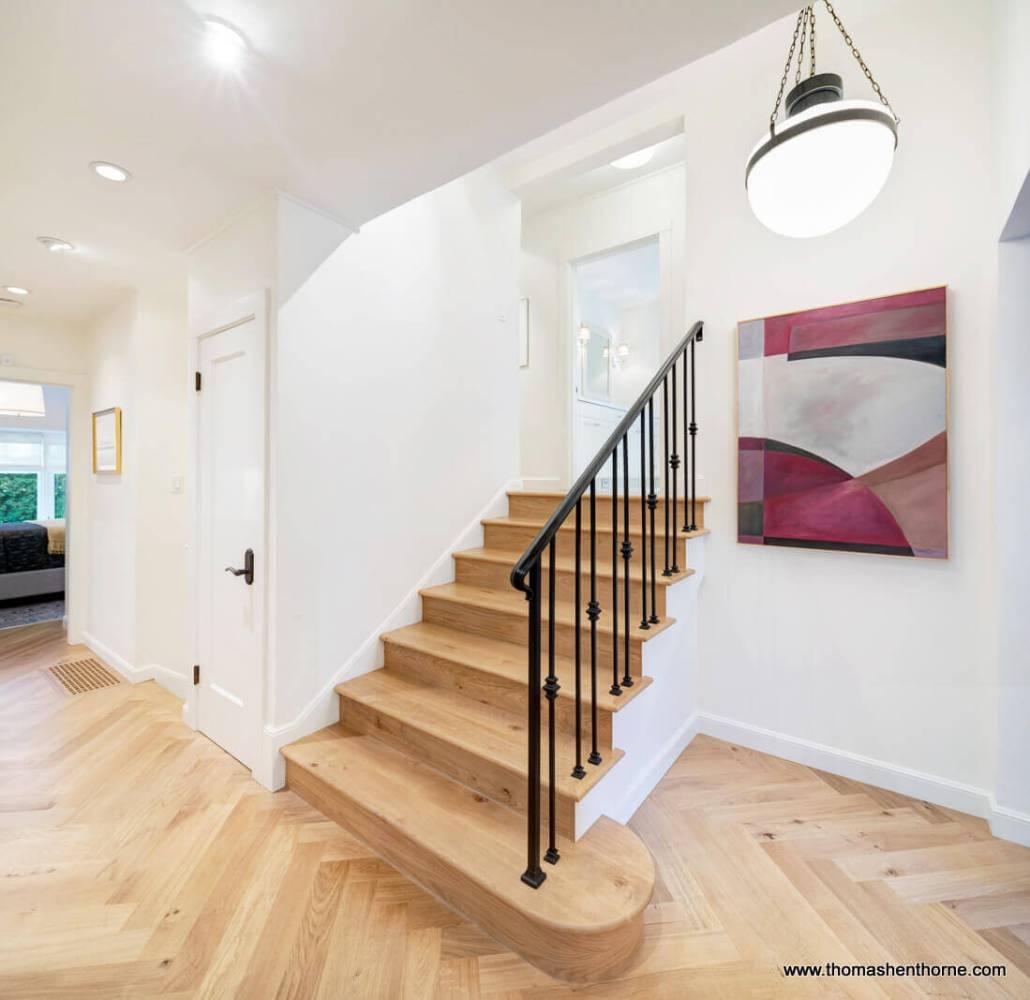 Half stairway up to bedrooms