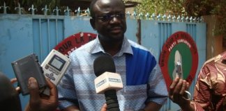 Maitre Benwendé Sankara devant le siège de l'UNIR PS (photo Amidou Kabré)