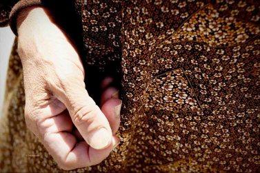 Die Hand einer alten Frau, geflohen aus Syrien © Tom Rübenach