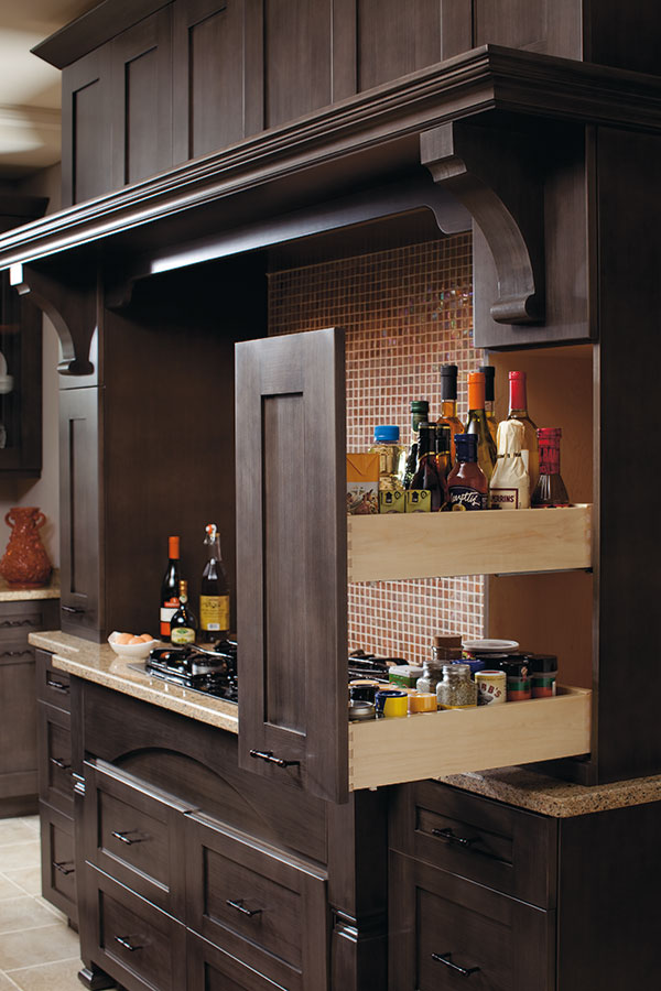Thomasville Organization Wall Pantry Pull Out Cabinet