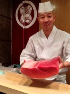 Pour le virtuose des sushis, Shinji Kanesaka , un thon de qualité doit pouvoir être gardé 10 jours, ses fibres s'assouplissent et il perd son goût sauvage.