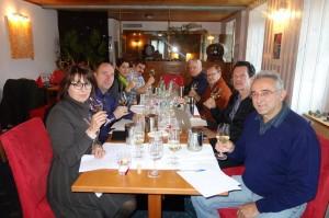 Le jury, de droite à gauche, Jean-Marc Amez-Droz, organisateur, Jacques Perrin, Pierre Thomas, Dominique Fornage, Damien Germanier, Marie Linder, Alexandre Truffer et France Massy.
