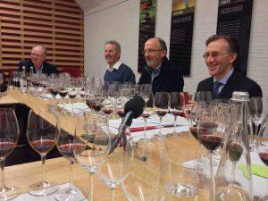 Lors de la dégustation, de dr. à g., Paolo Basso, François Murisier, Dominique et Jean-Bernard Rouvinez.