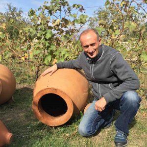 Iago Bitarishvili, jeune vigneron vedette, et de petites «qvevris».