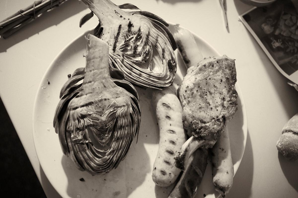 Fleisch und Artischocken